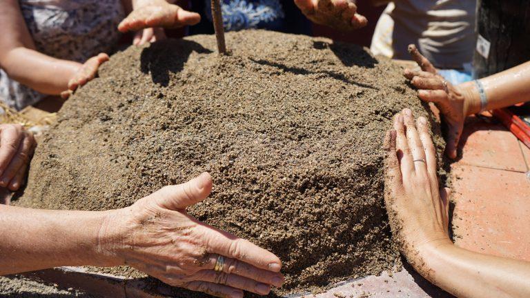 écoconstruction: four à pain en terre-paille